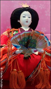 Fotografía de una muñeca (hina)